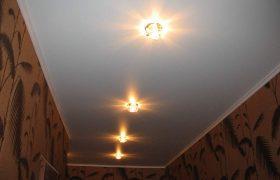 Натяжной потолок в прихожую