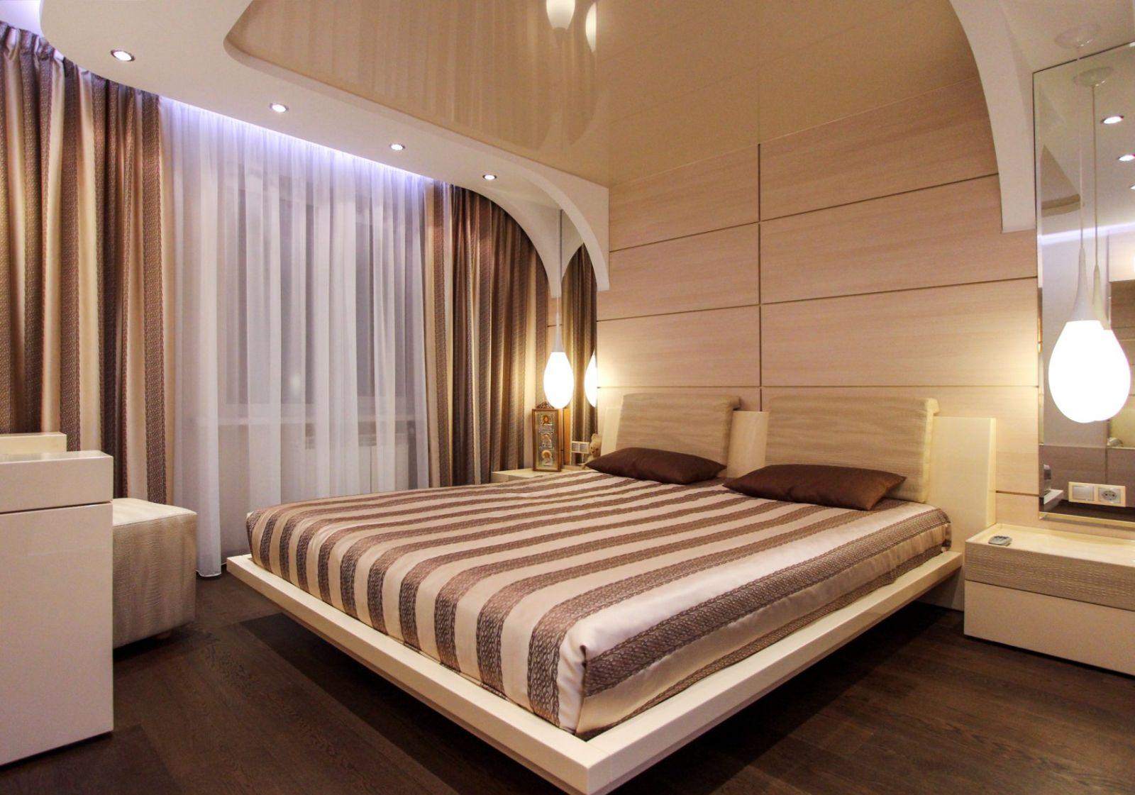 Дизайн натяжных потолков в спальне фотогалерея вариант частичный