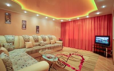 Натяжной потолок с подсветкой в гостиную