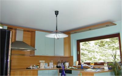 Тканевый натяжной потолок на кухню